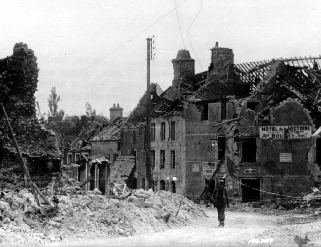 American soldier walks past the destroyed hotel victoria - Piscine saint sauveur le vicomte ...