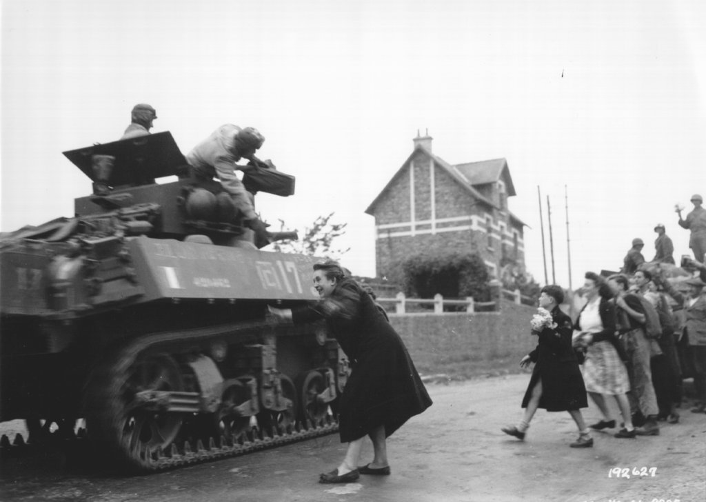 Some great photos of normandy 1944 - French div 2 ...